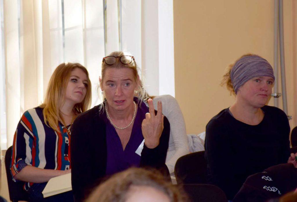 Майже пів сотні слухачів беруть участь у лекційному курсі швейцарських фахівчинь з фізіотерапії у ранньому втручанні